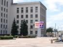 Новый большой светодиодный видеоэкран установлен на площади Независимости